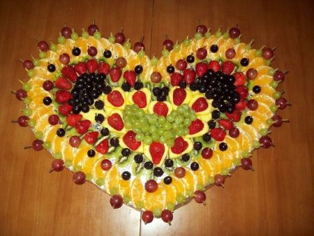 валентинка из фруктов