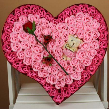 валентинка сердце из розочек