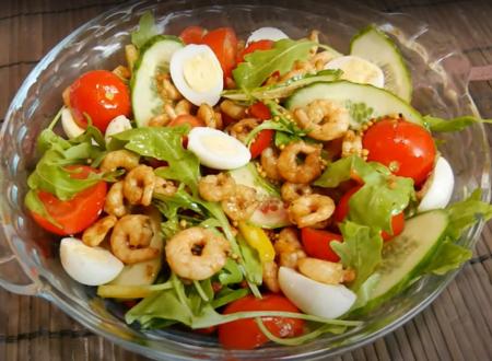 Вкусный овощной салат с креветками