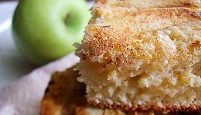 Бисквит с яблоками