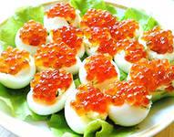 фаршированные яйца с сыром и красной икрой