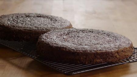 торт Черная магия на кефире сушим коржи так