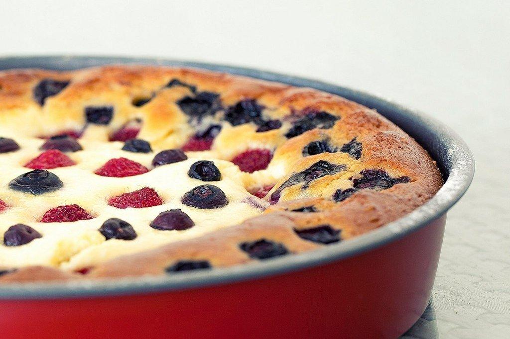 Пирог ягоды творог