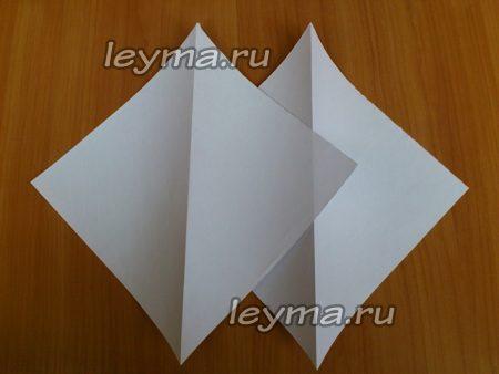 Создайте квадраты из бумаги