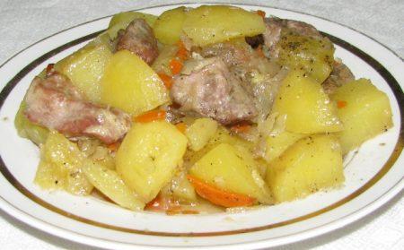 Потушить картошку с говядиной