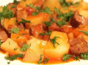 Картошка, тушенная с мясом