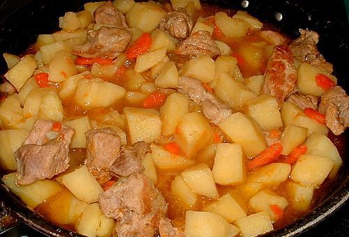 Рецепт мясо тушеное с картошкой в духовке рецепт
