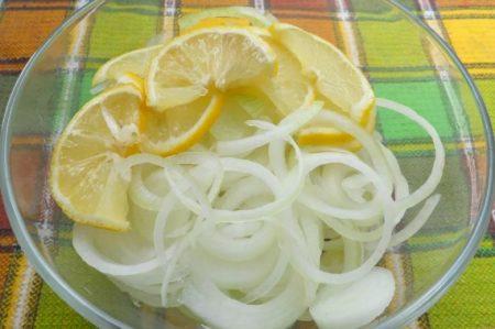 лук в лимонном соку