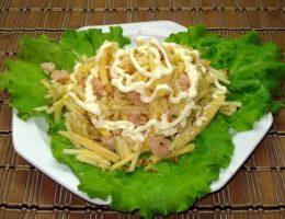 Миниатюра к статье Салат из сыра с креветками