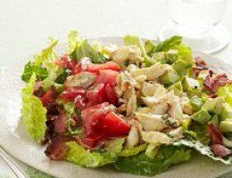 Салат с куриным филе и крабами