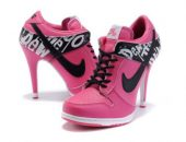 Миниатюра к статье Кроссовки на каблуках Nike